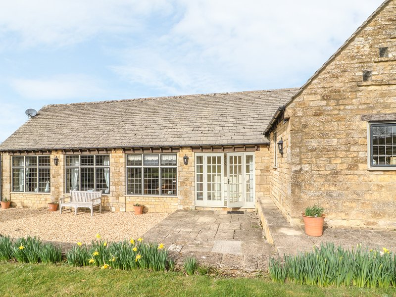 SOUTH VIEW COTTAGE, perfect for two coouples, Little Rissington, vacation rental in Wyck Rissington