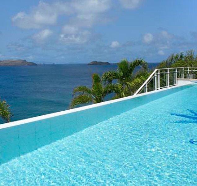 Villa Festival | Ocean Front - Located in Tropical Pointe Milou with Private Po, casa vacanza a Pointe Milou