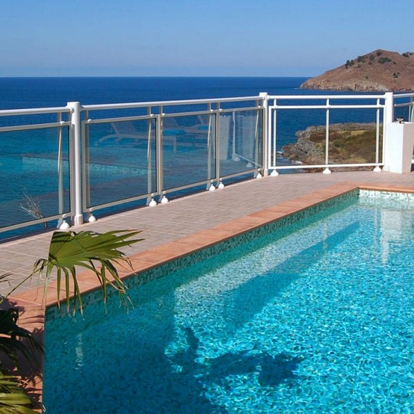 Villa Ushuaia | Ocean Front - Located in Beautiful Flamands with Private Pool, location de vacances à Anse des Flamands