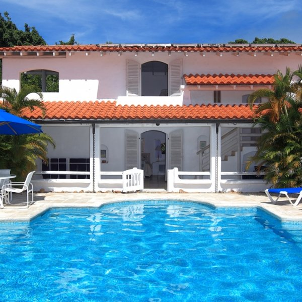 Villa Buttsbury House   Ocean View - Located in Magnificent Saint James with P, vacation rental in Holder's Hill