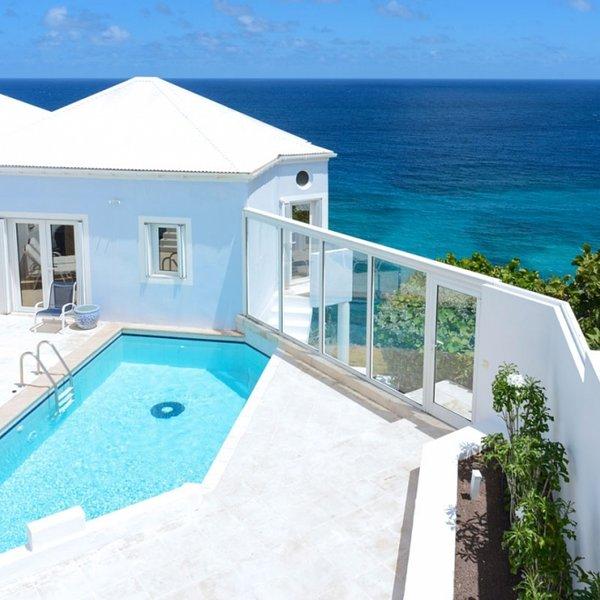 Villa Au Vent | Ocean Front - Located in Tropical Pointe Milou with Private Po, location de vacances à Pointe Milou