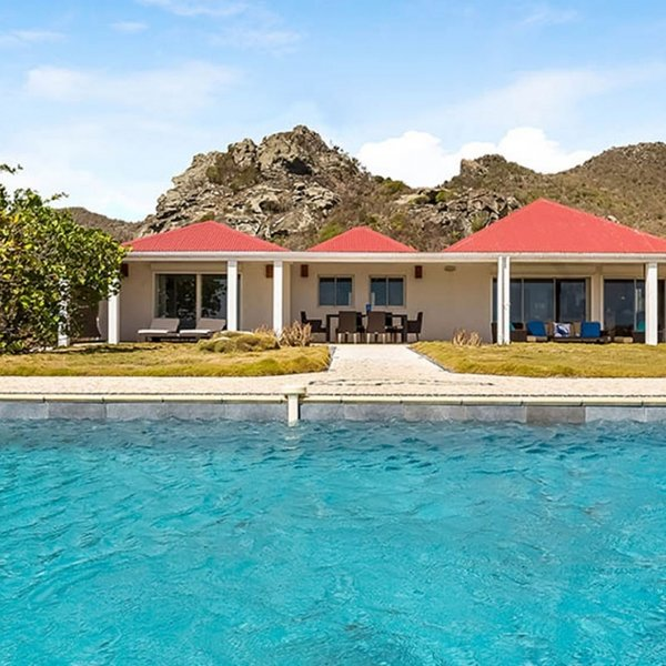 Villa Caribbean Breeze | Ocean Front - Located in Stunning Anse des Cayes with, location de vacances à Anse des Cayes