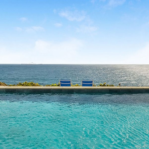 Villa Caribbean Breeze | Ocean Front - Located in Beautiful Anse des Cayes with, location de vacances à Anse des Cayes