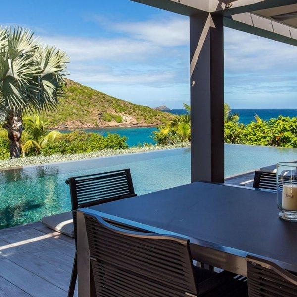 Villa Eden House | Ocean View - Located in Beautiful Marigot with Private Pool, location de vacances à Marigot
