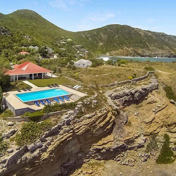 Villa Caribbean Breeze | Ocean Front - Located in Exquisite Anse des Cayes wit, location de vacances à Anse des Cayes