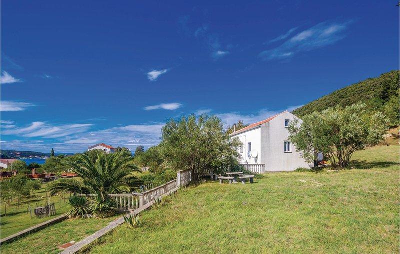 Beautiful home in Supetarska Draga with 2 Bedrooms (CKR379), alquiler de vacaciones en Supetarska Draga