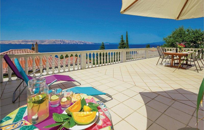 Beautiful home in Senj with WiFi and 3 Bedrooms (CKV235), alquiler de vacaciones en Senj