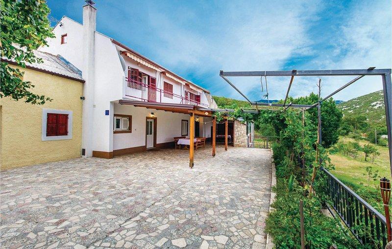 Stunning home in Lopci with 2 Bedrooms (CKV122), location de vacances à Sveti Juraj