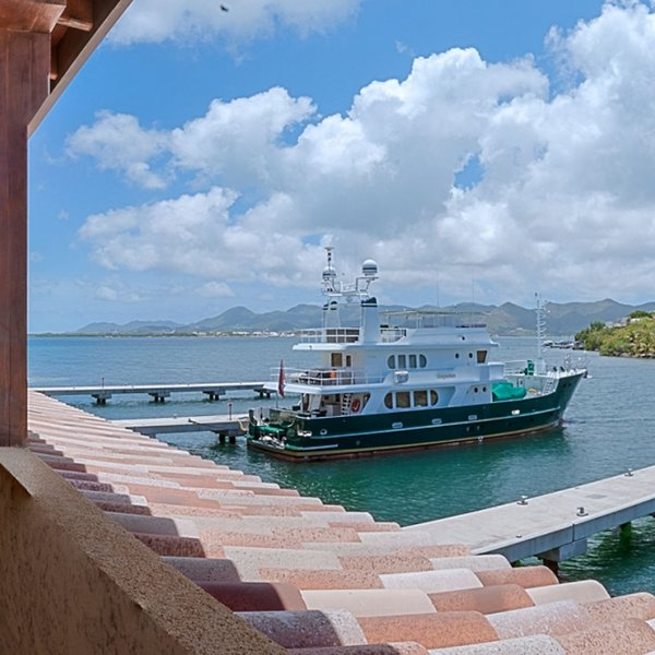Condo Marina 360 | Ocean View - Located in Tropical Cupecoy with House Cleanin, holiday rental in Sint Maarten