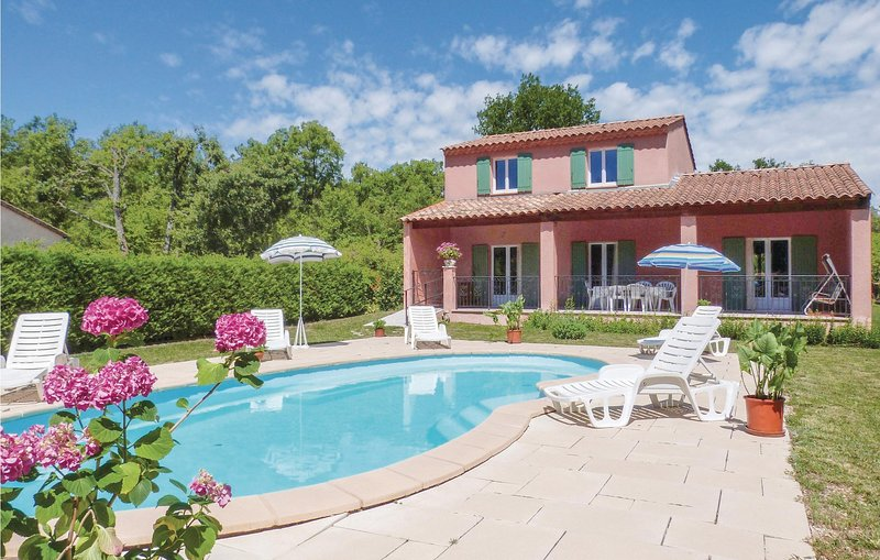 Nice home in Cereste with 4 Bedrooms (FPA022), holiday rental in Montjustin