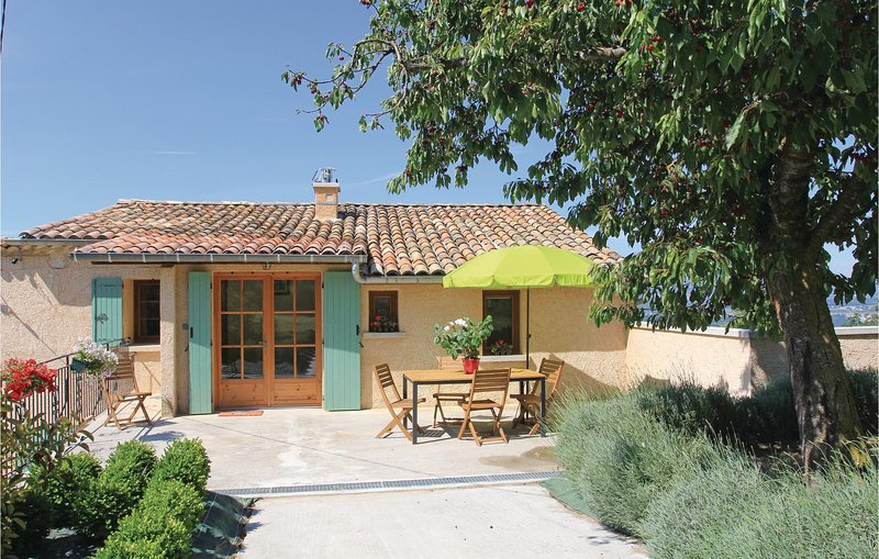 Awesome home in Sigoyer with WiFi and 2 Bedrooms (FPA028), casa vacanza a Bevons