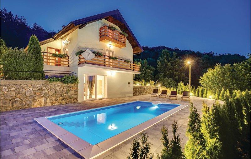 Awesome home in Krasno Polje with Sauna, WiFi and 3 Bedrooms (CKV560), location de vacances à Licko Lesce