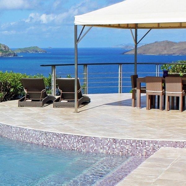 Villa Zen | Ocean View - Located in Wonderful Pointe Milou with Private Pool, casa vacanza a Pointe Milou