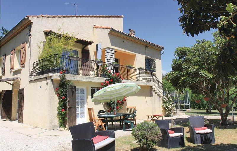 Stunning home in Gemenos with WiFi and 2 Bedrooms (FPB259), alquiler vacacional en Roquefort-la-Bedoule