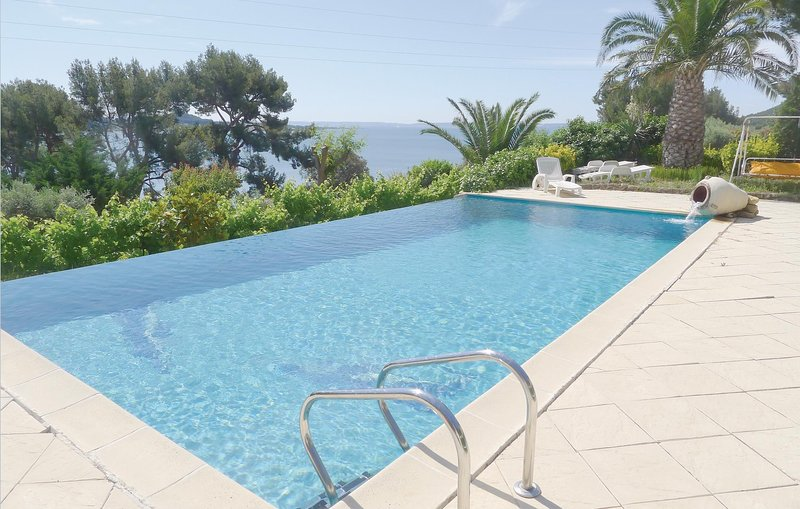 Amazing home in Miramas with WiFi and 1 Bedrooms (FPB171), holiday rental in Saint-Mitre-les-Remparts