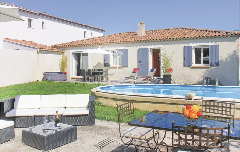 Beautiful home in Salon de Provence with Jacuzzi, WiFi and 3 Bedrooms (FPB331), holiday rental in Salon-de-Provence