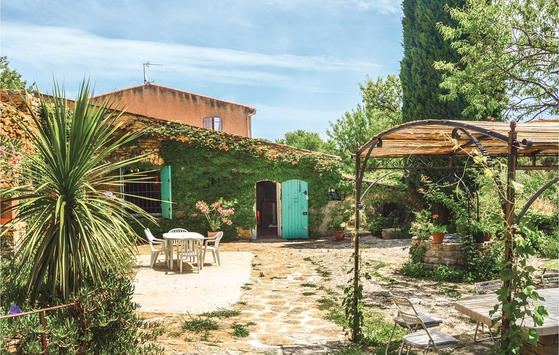 Beautiful home in La Ciotat with 4 Bedrooms (FPB234), holiday rental in Ceyreste