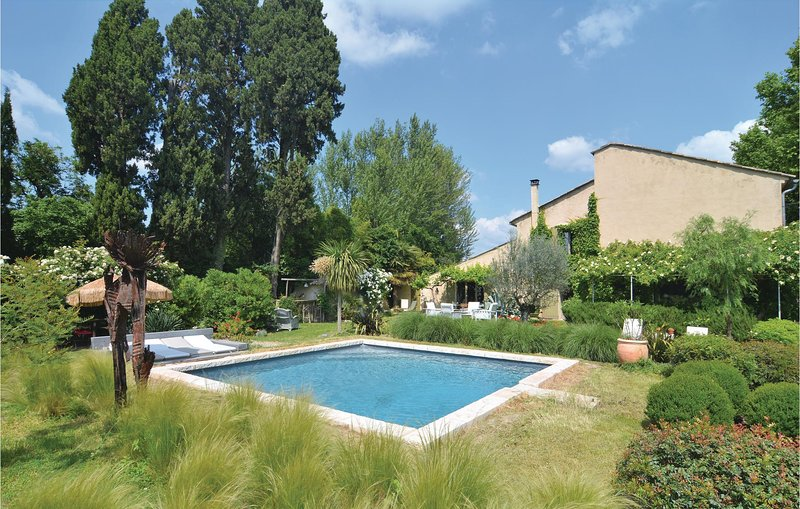 Awesome home in Cabannes with WiFi, Outdoor swimming pool and 1 Bedrooms (FPB284, vacation rental in Saint Andiol