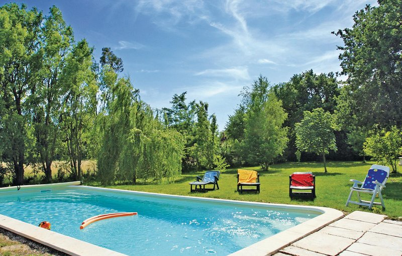 Amazing home in Salon de Provence w/ WiFi and 1 Bedrooms (FPB163), holiday rental in Salon-de-Provence