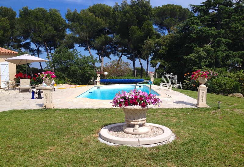 Antibes Juan les Pins Elegant Vacation Villa with Pool, Ferienwohnung in Juan-les-Pins