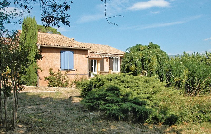 Nice home in Mirabel Aux Baronnies with 3 Bedrooms and WiFi (FPD012), holiday rental in Mirabel-aux-Baronnies
