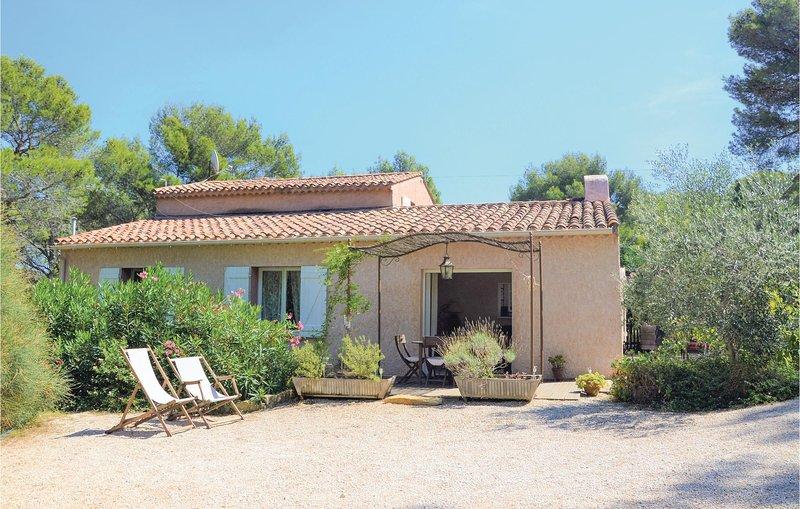 Awesome home in La Ciotat with WiFi and 2 Bedrooms (FPB366), location de vacances à La Ciotat