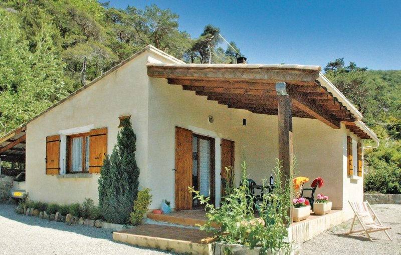 Amazing home in Teyssieres with 2 Bedrooms (FPD094), holiday rental in Condorcet