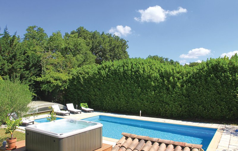 Beautiful home in Puygiron with Jacuzzi, Sauna and WiFi (FPD195), holiday rental in Rochefort-en-Valdaine