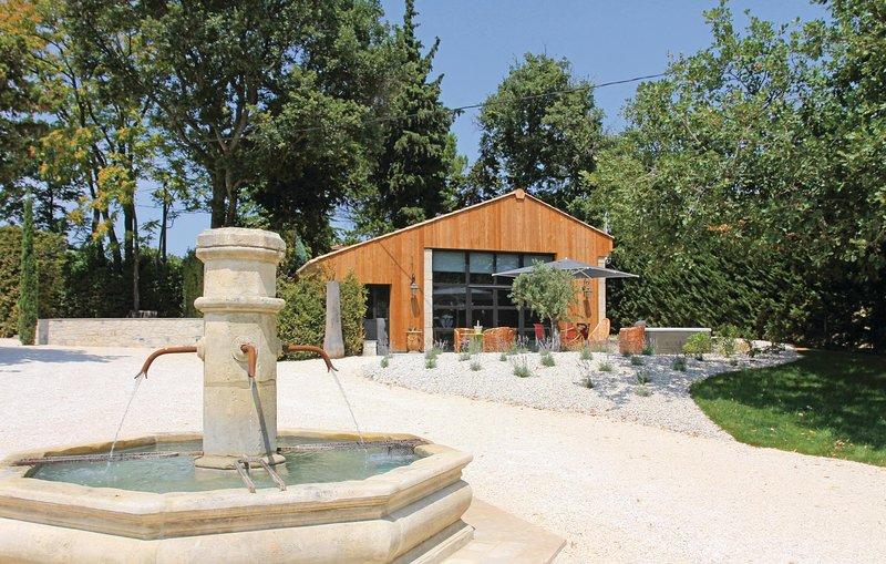 Awesome home in La Batie Rolland with Jacuzzi, WiFi and 2 Bedrooms (FPD174), location de vacances à Saint-Gervais-sur-Roubion