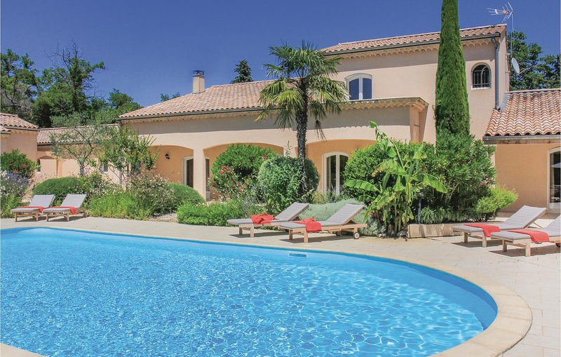 Beautiful home in Montelimar with WiFi and 5 Bedrooms (FPD225), holiday rental in Les Tourrettes
