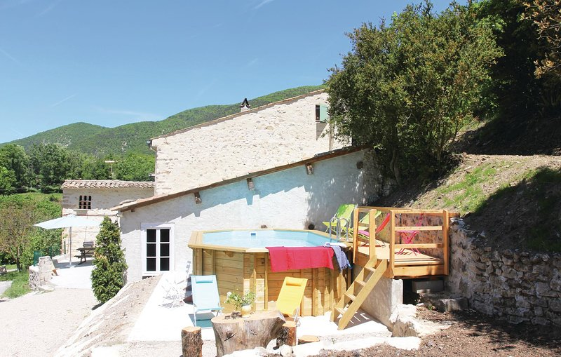 Nice home in Montjoux with WiFi and 3 Bedrooms (FPD188), holiday rental in Bourdeaux