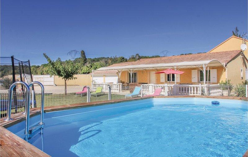 Nice home in Mountboucher sur Jabro with WiFi and 4 Bedrooms (FPD223), holiday rental in Rochefort-en-Valdaine