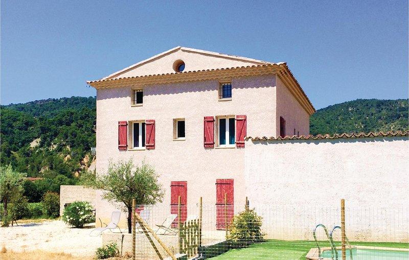 Awesome home in Propiac les Bains with 4 Bedrooms (FPD239), location de vacances à Propiac