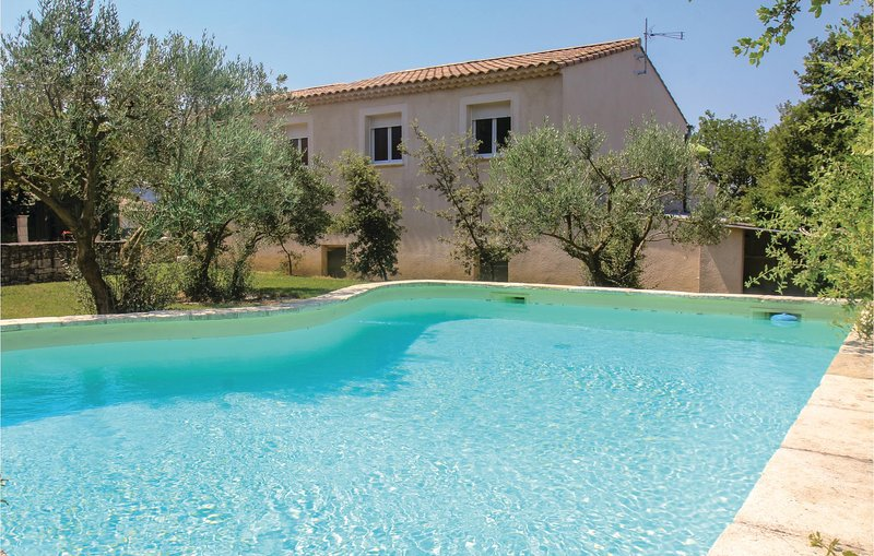 Amazing home in St Paul Trois Châteaux with WiFi and 3 Bedrooms (FPD270), vacation rental in Saint-Paul-Trois-Chateaux