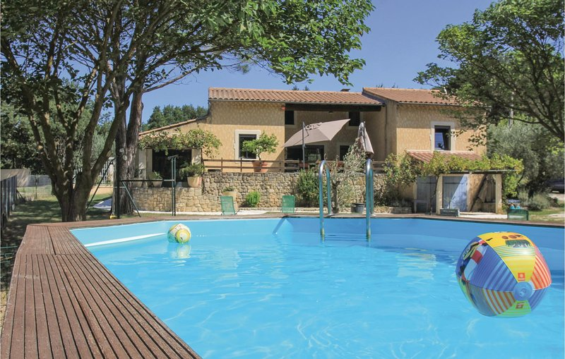 Stunning home in St Paul Trois Châteaux with WiFi and 4 Bedrooms (FPD273), holiday rental in Pierrelatte