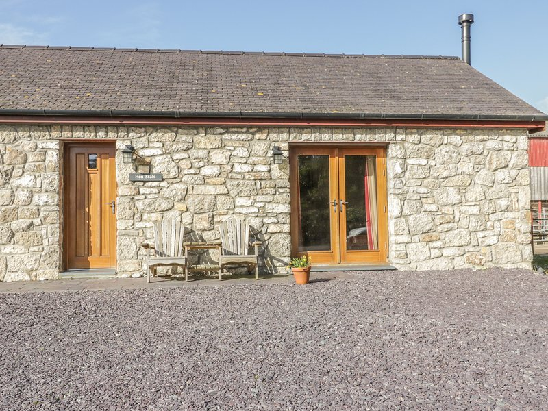 HEN STABL, woodburning stove, WiFi, patio, ground floor double bedroom and, location de vacances à Penmon