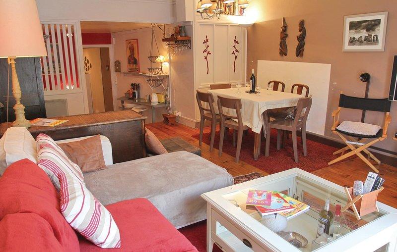 Stunning home in St Bonnet en Champsaur with WiFi and 2 Bedrooms (FPH008), holiday rental in La Motte-en-Champsaur