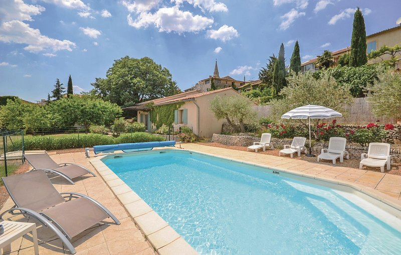Amazing home in St. Saturnin-les-Apt with WiFi and 2 Bedrooms (FPV124), Ferienwohnung in Saint-Saturnin-les-Apt