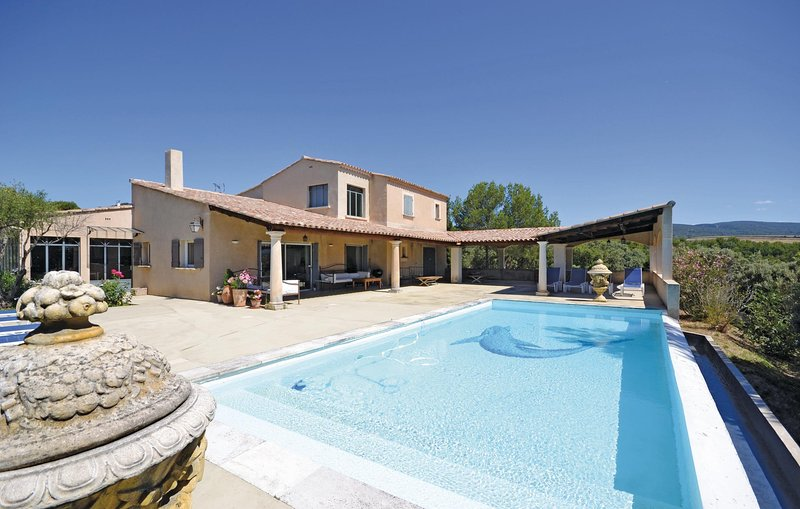Beautiful home in Joucas with WiFi and 2 Bedrooms (FPV189), holiday rental in Joucas