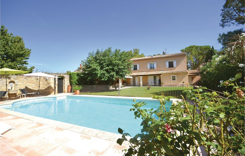 Awesome home in Orange with WiFi and 3 Bedrooms (FPV165), holiday rental in Camaret-sur-Aigues