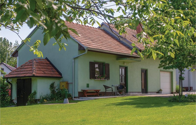 Beautiful home in Strigova with WiFi and 2 Bedrooms (CCC036), location de vacances à Ormoz