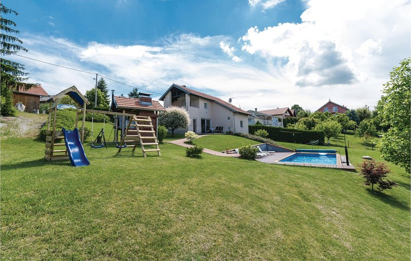 Amazing home in Starjak with WiFi and 3 Bedrooms (CCC015), casa vacanza a Hrvatski Leskovac