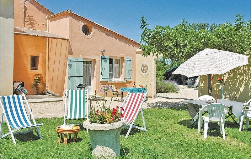 Amazing home in Caderousse with 0 Bedrooms (FPV354), aluguéis de temporada em Orsan