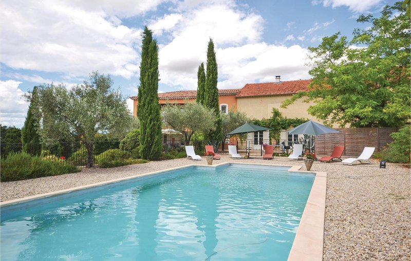 Awesome home in Visan with Outdoor swimming pool and 4 Bedrooms (FPV331), location de vacances à Saint-Maurice-sur-Eygues