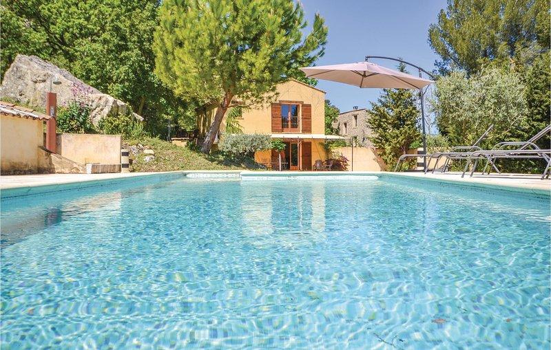 Beautiful home in Apt with WiFi and 2 Bedrooms (FPV413), aluguéis de temporada em Buoux