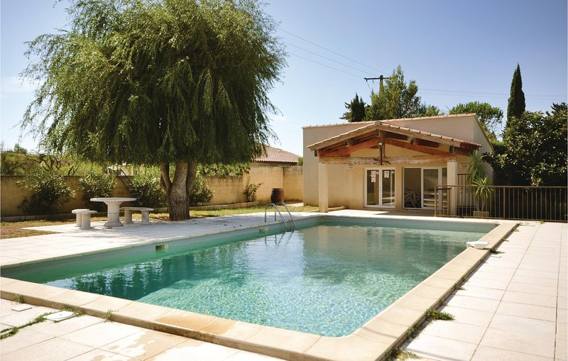 Nice home in Sarrians with WiFi and 4 Bedrooms (FPV453), holiday rental in Loriol-du-Comtat