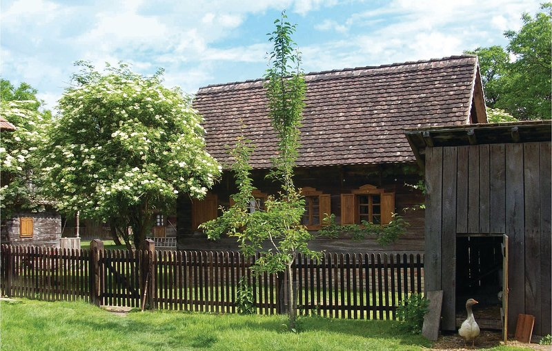 Stunning home in Lonja w/ WiFi and 1 Bedrooms (CCC102), casa vacanza a Sisak-Moslavina County