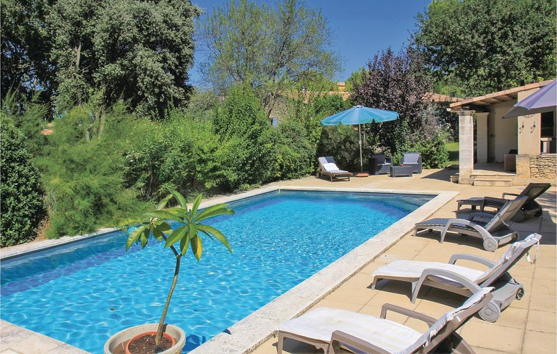 Awesome home in Maubec with WiFi, Outdoor swimming pool and 3 Bedrooms (FPV481), holiday rental in Maubec
