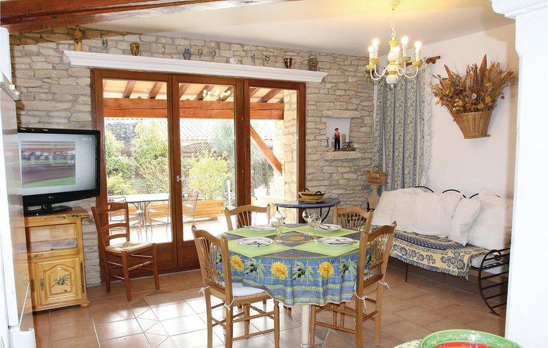 Nice home in Gordes with 6 Bedrooms (FPV487), aluguéis de temporada em Cabrieres-d'Avignon