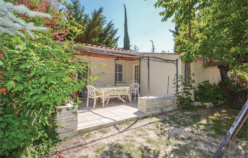 Nice home in Crillon Le Brave with WiFi and 2 Bedrooms (FPV468), location de vacances à Saint Pierre de Vassols